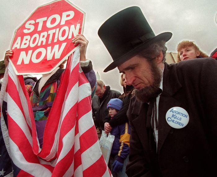 Legge sull'aborto: un nuovo passo indietro?