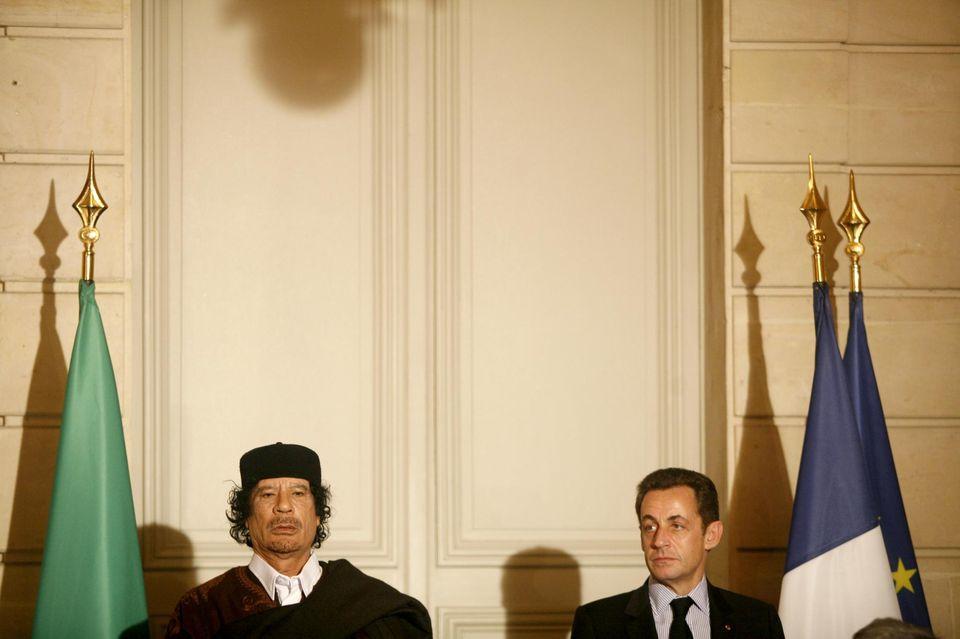 Sarkozy e Gheddafi: l'inchiesta sui finanziamenti libici