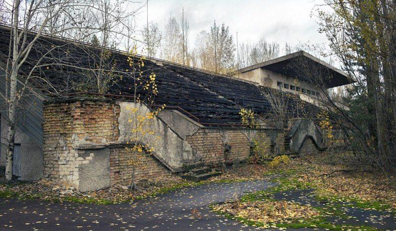 Chernobyl Ciò che resta dello Stadion Avanhard, casa dello Stroitel' Pripyat', mai inaugurata, a causa del disastro di Chernobyl. Foto: Shutterstock /Oriole Gin.
