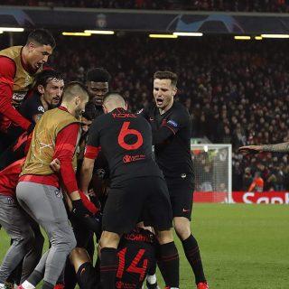 Liverpool-Atletico Madrid. I calciatori ospiti festeggiano il gol di Marcos Llorente. Foto: twitter.com/atleti