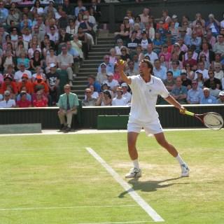 "Goran Ivanišević a Wimbledon nel 2004 - ""Foto: Wikimedia Commons""."