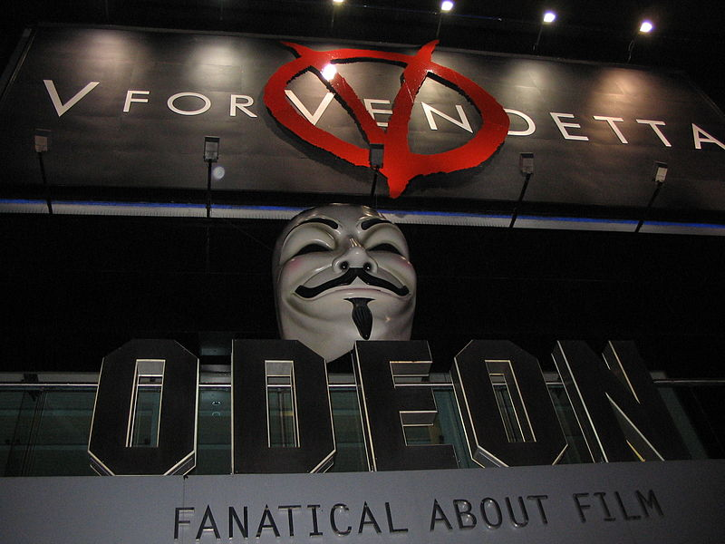 Perché V per Vendetta è un film simbolo anche dopo quindici anni