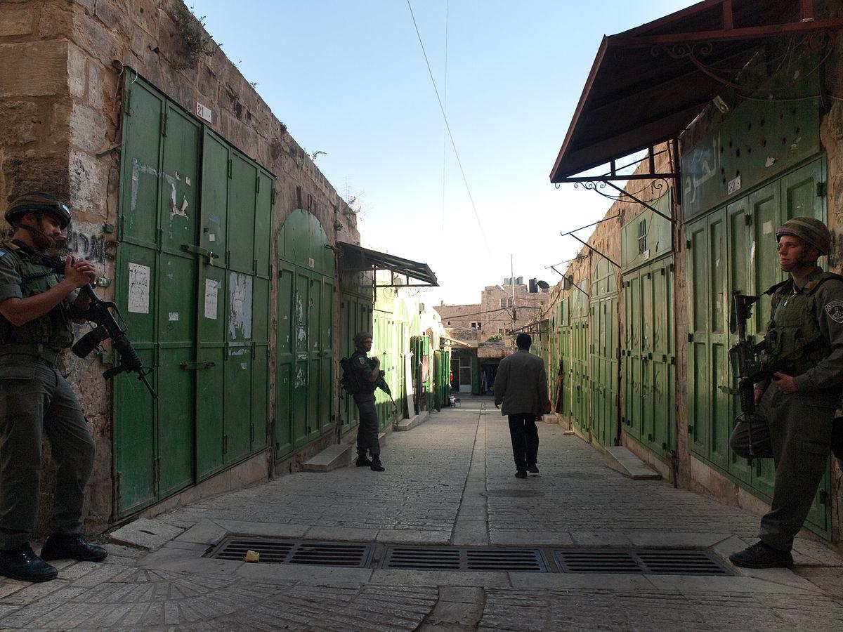 Hebron, la vita tra le bombe: «Noi palestinesi come in prigione»