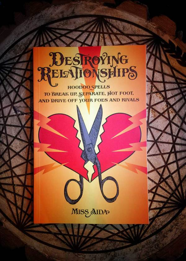 Destroying Relationships: Hoodoo Spells to Break Up, Separate, Hot Foot, and Drive Off Foes and Rivals
