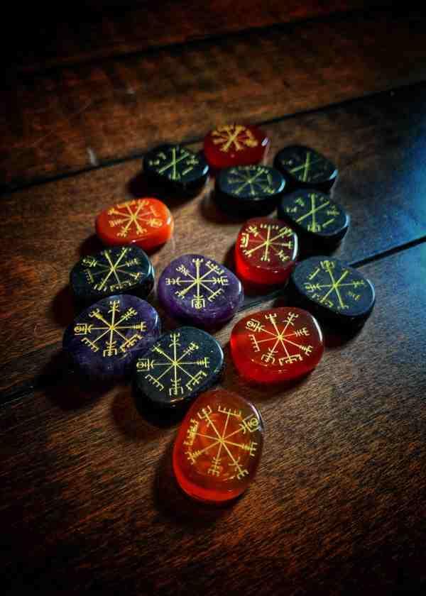 Vegvisir Stone Amulet