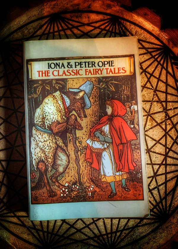 iona and peter opie the classic fairy tales
