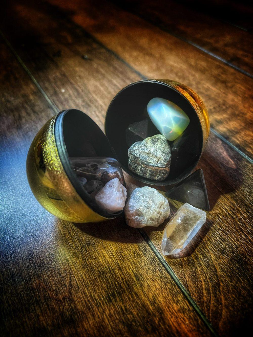 Eggcellent Surprise Crystal Egg