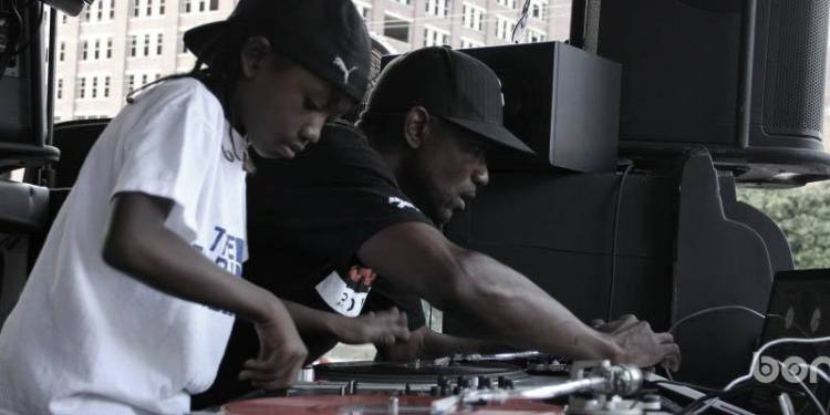 DJ FACE. 8 YEAR OLD KID SCRATCHING