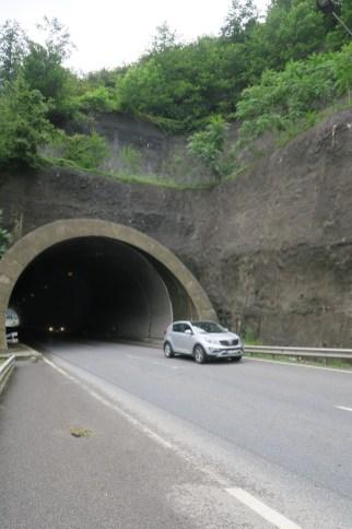 Immer wieder müssen wir Tunnel durchqueren