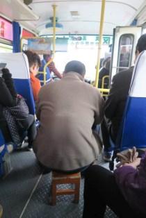 Für jeden findet sich im Bus ein Plätzchen - es gab noch 3 weitere Klappstühle