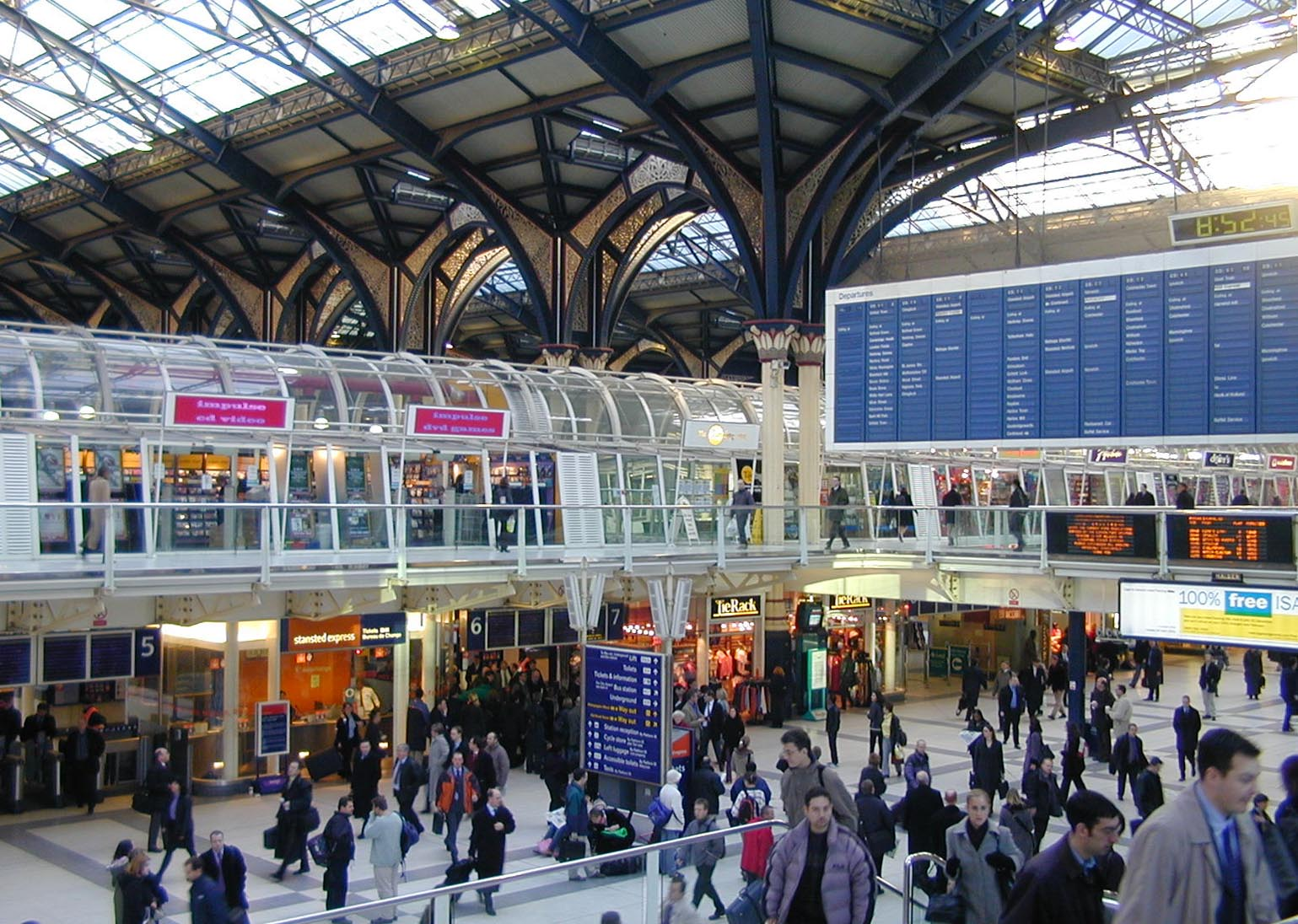 6-feb-2002-liverpool-street-station-concourse