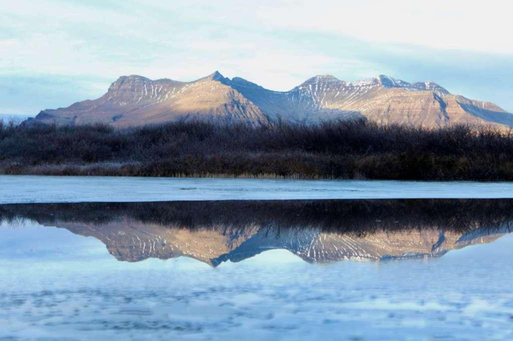 iceland-mountain-reflexion