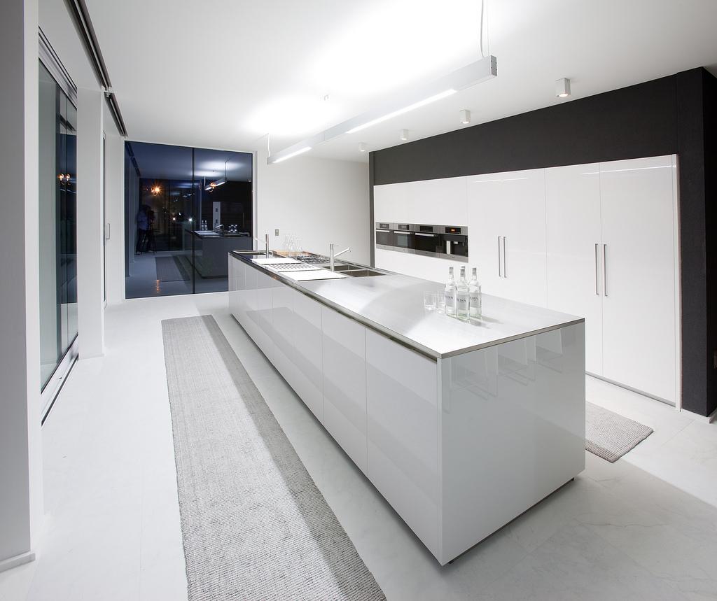 25 Luxury Modern Kitchen Designs on Ultra Modern Luxury Modern Kitchen Designs  id=87178