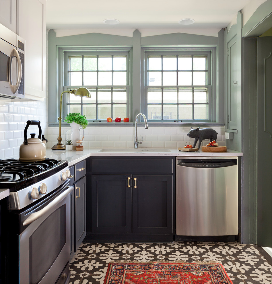 18 Small Kitchen Decorating Ideas on Traditional Kitchen Decor  id=84439
