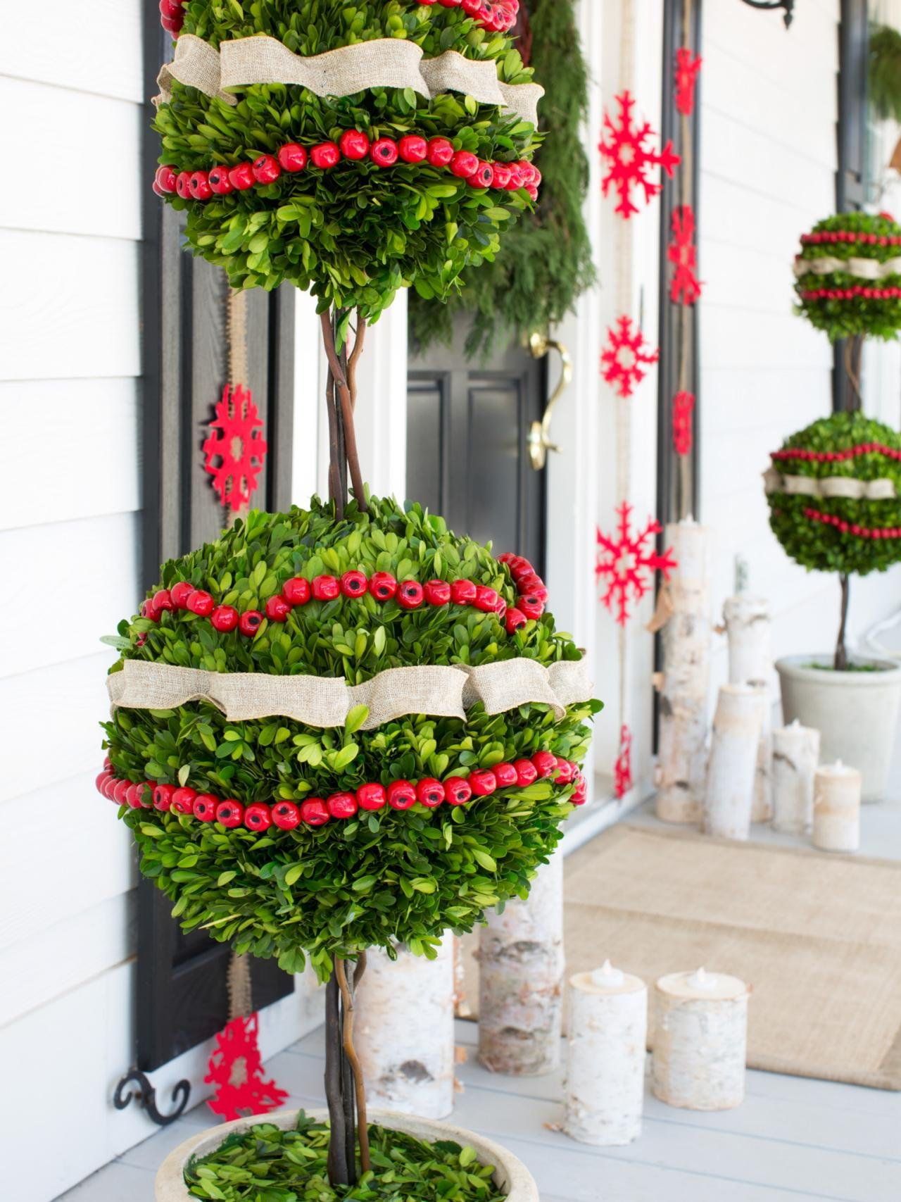 30 Best Outdoor Christmas Decorations Ideas on Patio Decorating Ideas With Lights  id=47219