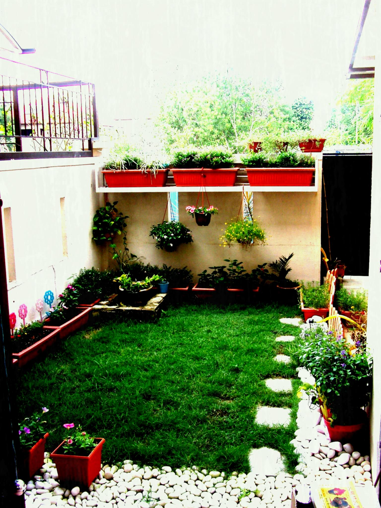 30 Outdoor Courtyard Design Ideas on Backyard Lawn Designs  id=62110