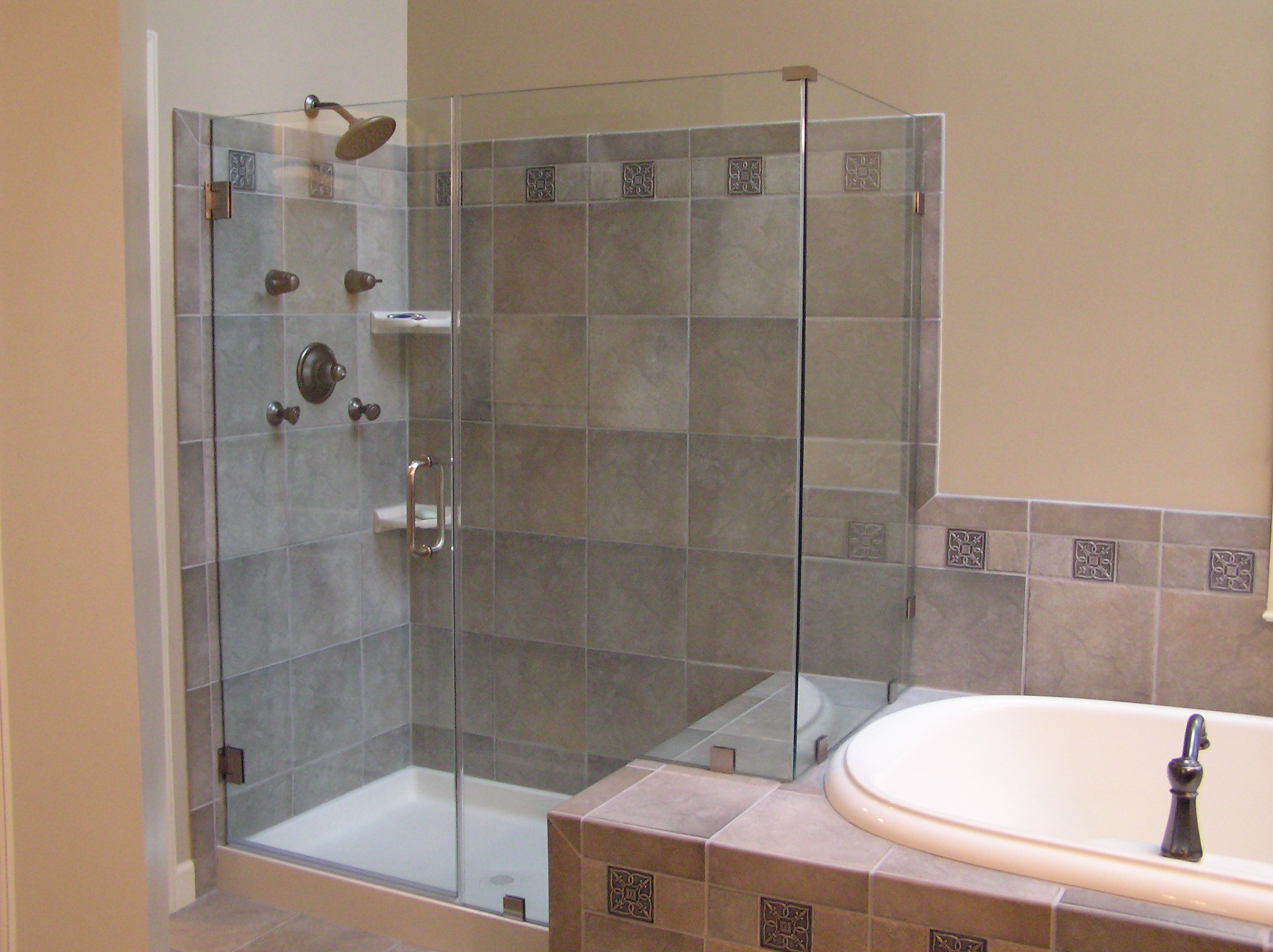 25 Best Bathroom Remodeling Ideas and Inspiration on Bathroom Remodel Design Ideas  id=74557