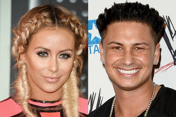 Aubrey O Day and Pauly D Really Hooked Up on  Famously Single     Aubrey O Day and Pauly D Really Hooked Up on  Famously Single   Producer  Says