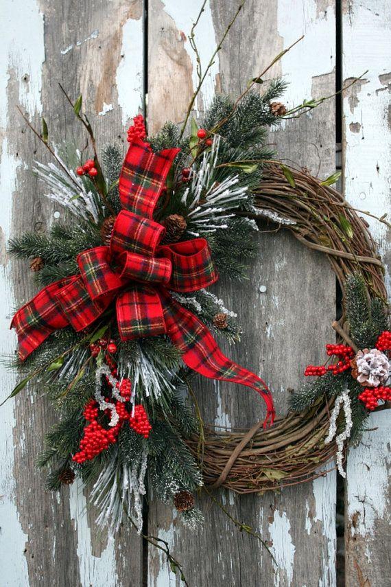 40+ Christmas Wreaths Decoration Ideas - The Xerxes on Vine Decor Ideas  id=11205