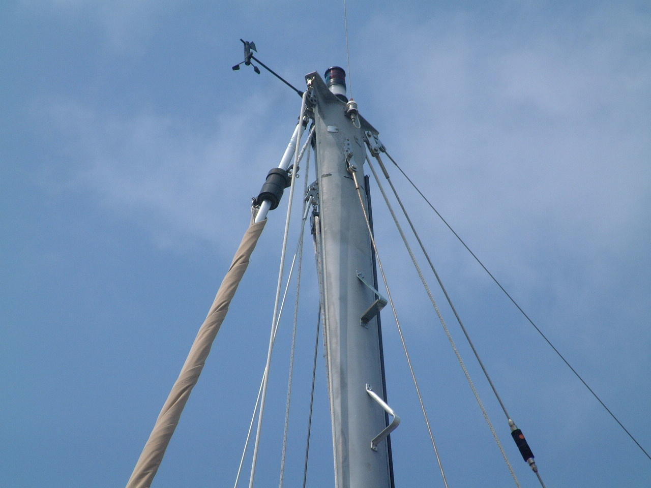 Halyard wrap, diagnosis, prevention and repair.