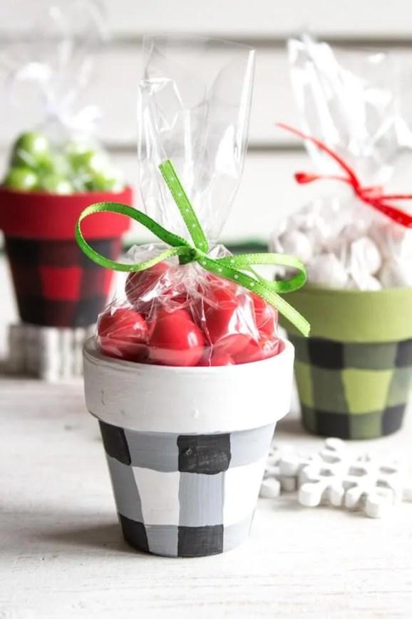 25 Unique handmade Christmas gift ideas on a budget.
