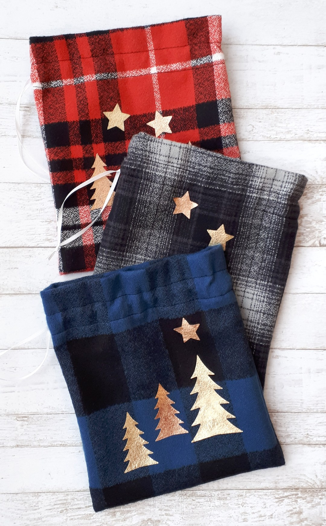 Make these cute DIY reusable fabric gift bags for Christmas with this easy sewing tutorial