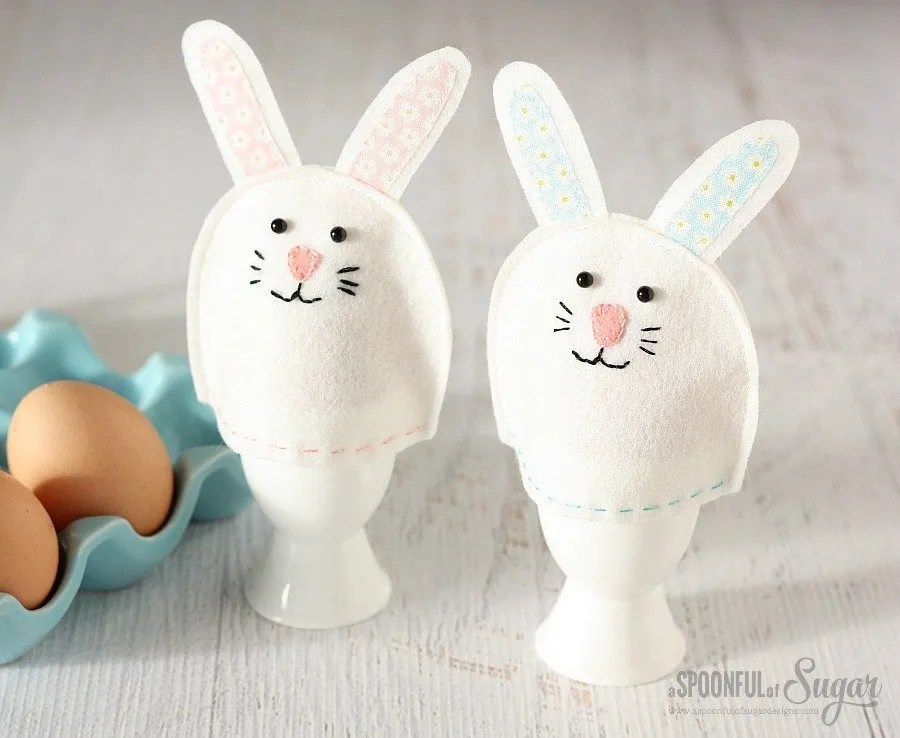 Felt bunny egg cozies. 24+ projects that use felt scraps.