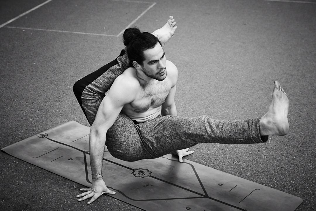Adam Husler – Yoga – London – Männeryoga