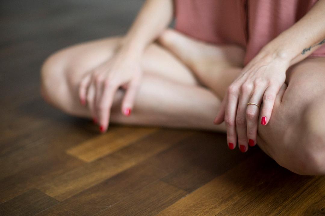 Frauen verbindet euch 5 Schritte Übungen Weiblichkeit Verbindung Vertrauen Kraft Loslassen Annehmen