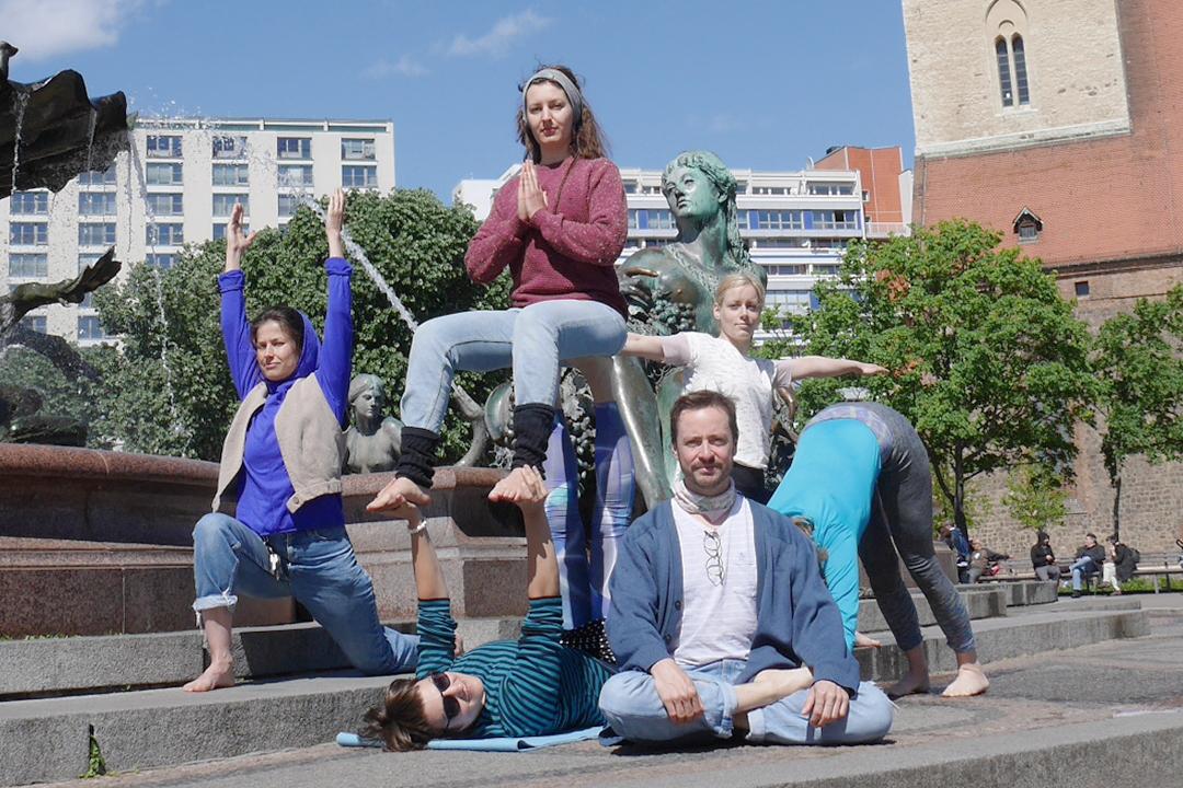 Fundraising Yoganacht Berlin #yogahilft Veranstaltung Berlin Yoga 2018