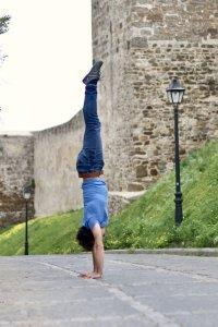 handstand_spain_lamps