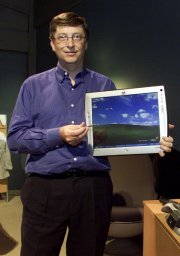 Bill Gates mit dem Tablet PC Mira