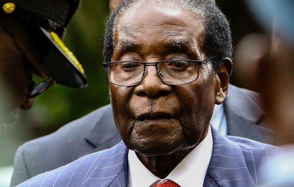 Wife urges Mugabe to announce successor