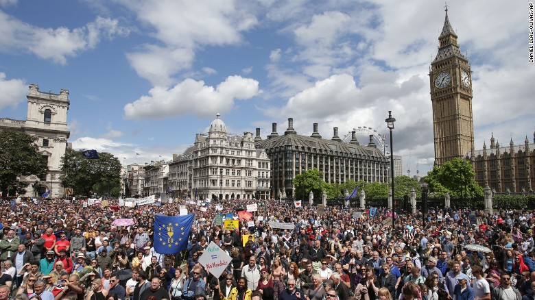 Hundreds of thousands of protesters march through London demanding a people's vote