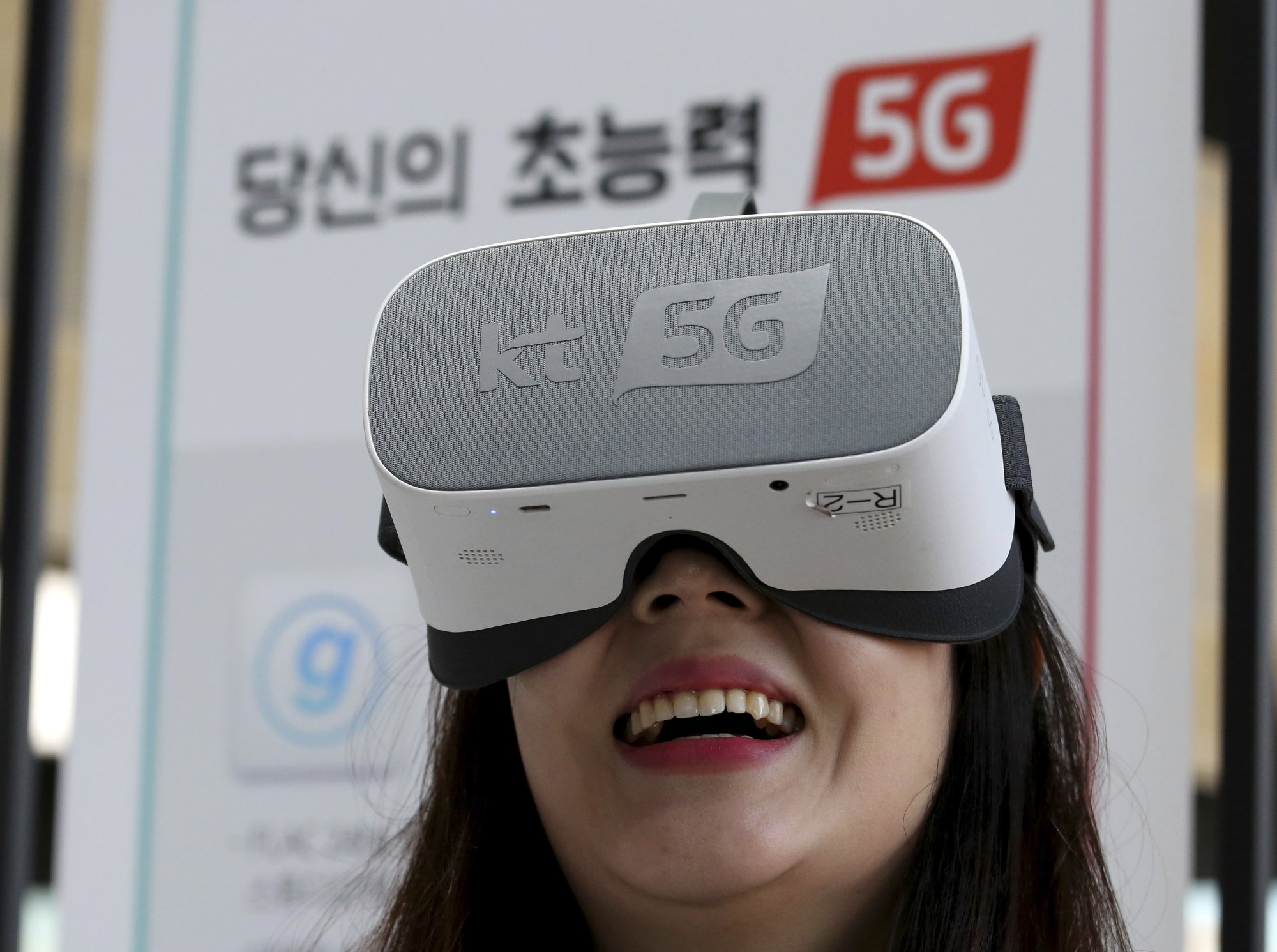 Samsung releases the world's first 5G phone in South Korea