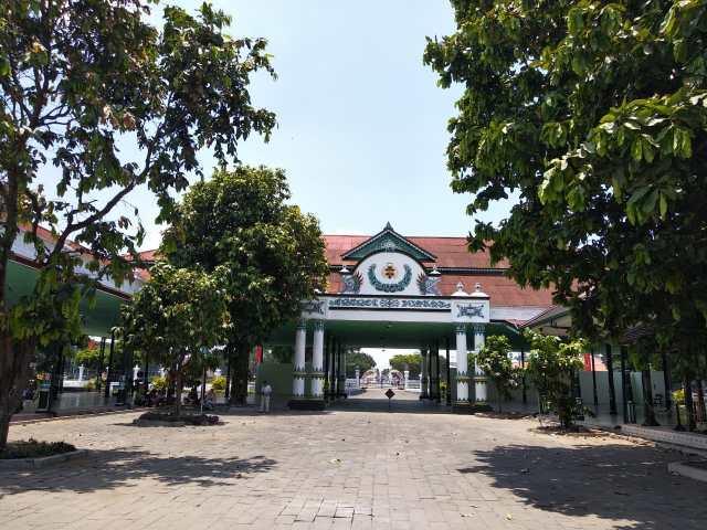 Sortie du kraton de Yogyakarta