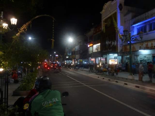 Rue Malioboro à Yogyakarta de nuit