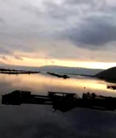Coucher de soleil sur le lac Toba