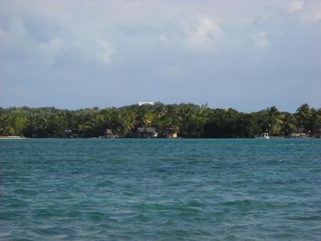 L'île aux nattes au loin