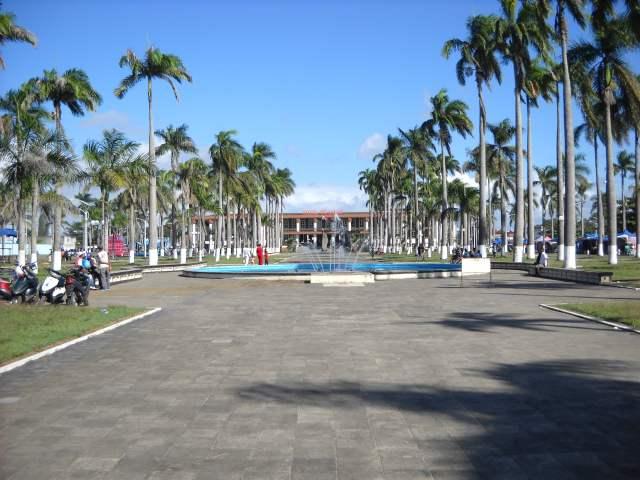 L'avenue de l'Indépendance à Tamatave.