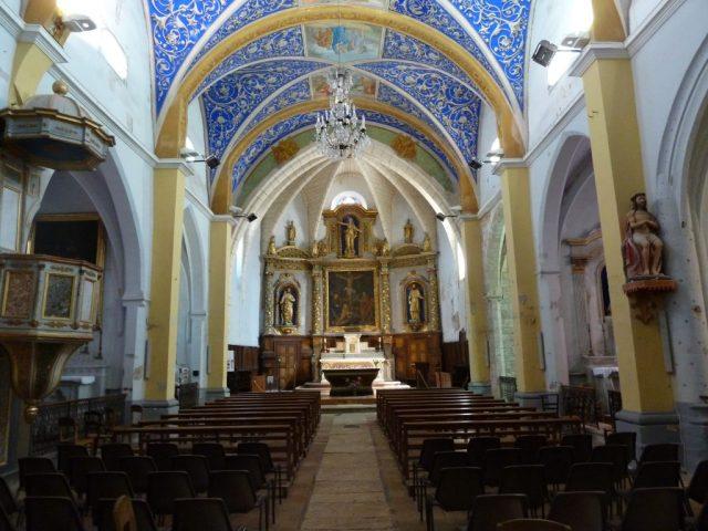 Intérieur de l'église de Castelnaud de Montmirail dans le Tarn