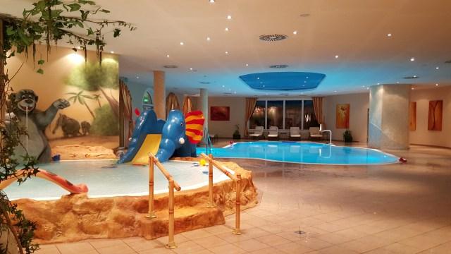 Kinderhotel swimming pool