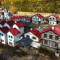 Village miniature imaginé par Louis Hargé