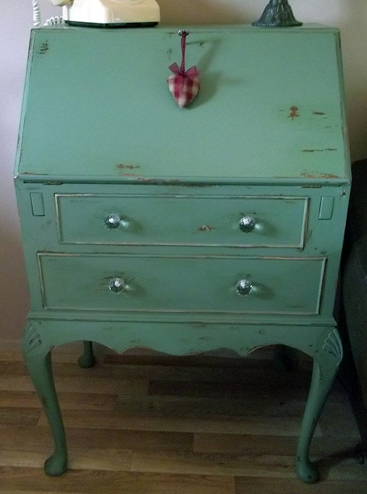 How to Give Furniture That Shabby Chic Look