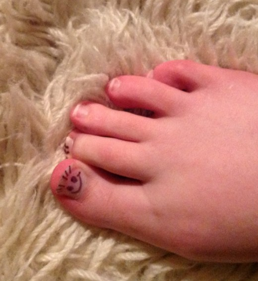 Second Toe is unimpressed by Great Toe shenanigans.