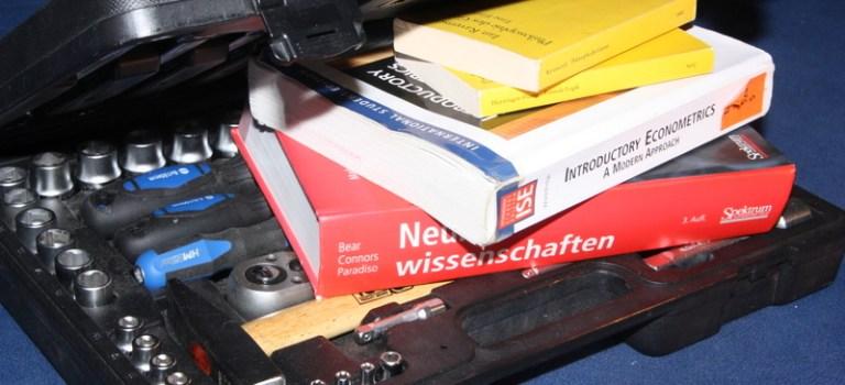 Vom Stift zum Füllfederhalter: Überakademisiertes Deutschland