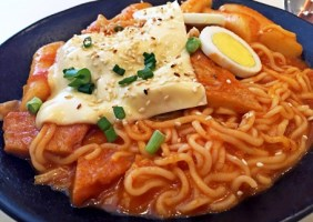 Yummy And Spicy Cheese Rabokki Recipe
