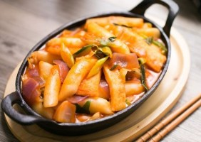 How To Make Tteokbokki Recipe – Best Korean Spicy Rice Cake!