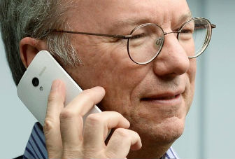 Google's Eric Schmidt spotted with Moto X Android smartphone