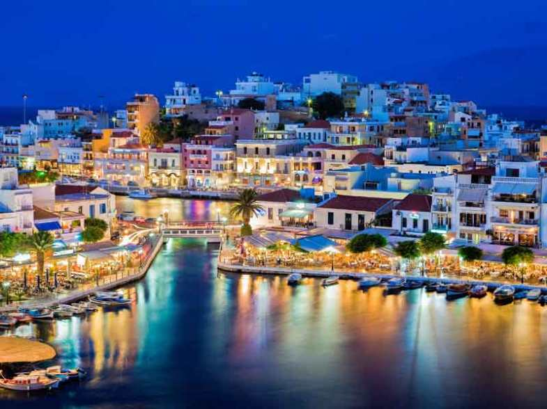 Agios Nikolaos by night.